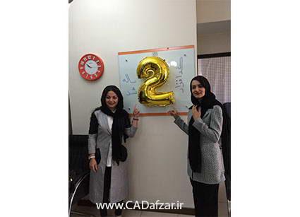 خانم آزاده امیران ، مدیر آموزش در کنار خانم سمیراروزبهاتی ، مدیر IT کدافزار