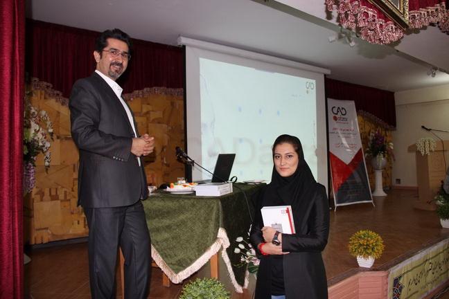 ارائه جوایز به برندگان مسابقه برگزار شده در سمینار
