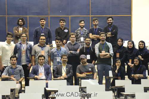 تیم کدافزار در کنار اعضای انجمن علمی دانشگاه امیرکبیر