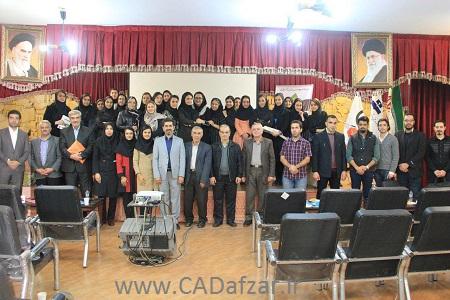 عکس یادگاری در کنار شرکت کنندگان سمینار