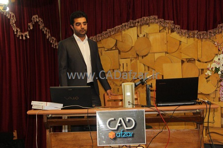 مهندس جواد اکبری، کارشناس شرکت ارس زنجان در حال ارائه سمینار